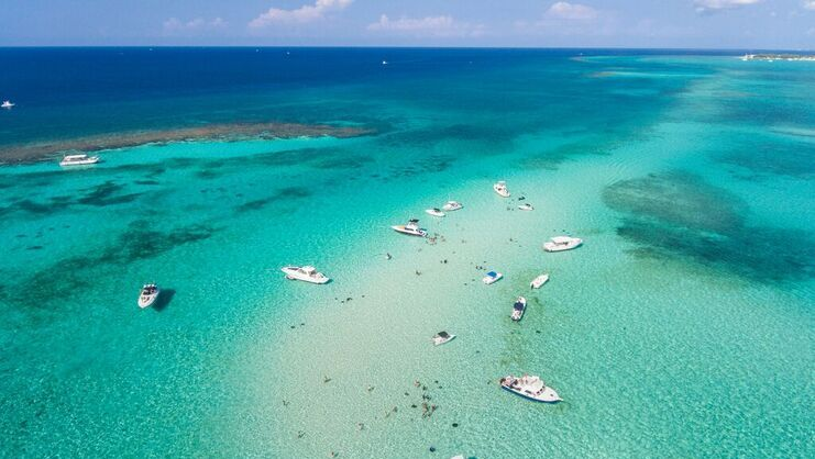 aerial picture of a dozen boats at stingray city