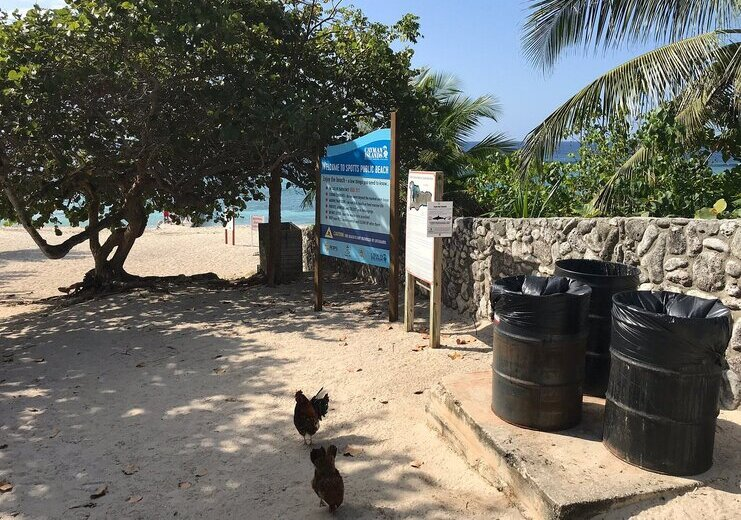 picture of entrance at spotts beach with signs