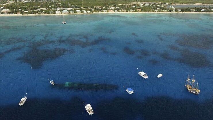 aerial picture showing 7 boats tied to buoys around the kittiwake wreck